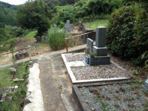 遠い田舎のお墓