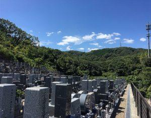そよかぜ霊園から見た阿武山